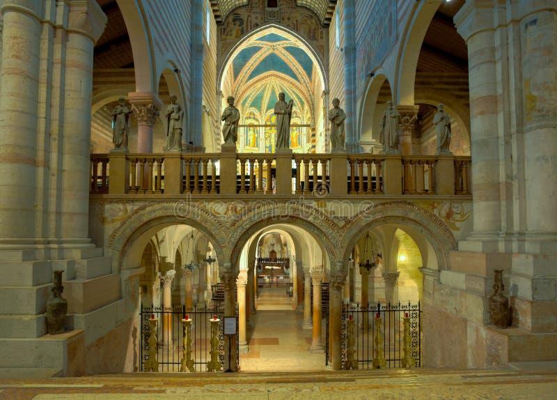 Interior de San Zeno imagens de stock royalty free