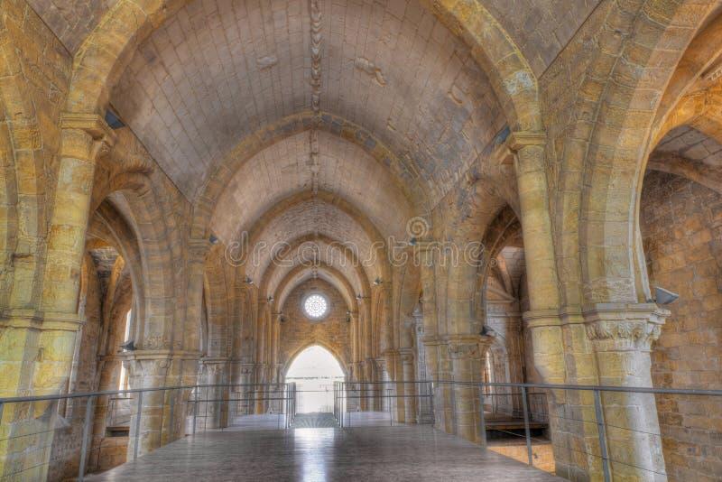 Interior de Santa Clara-uno-Velha, Coimbra Portugal fotografía de archivo libre de regalías