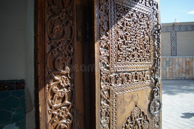 Interior de seda do samarkanda do minarete do túmulo do mausoléu do amira do timura da fuga imagens de stock