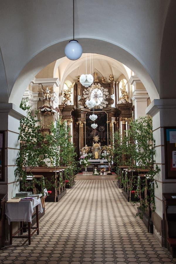 Interior de St John a igreja batista em Namest nad Oslavou imagem de stock royalty free