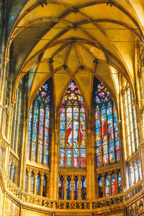 Interior de St Vitus Cathedral no castelo de Praga, República Checa foto de stock royalty free