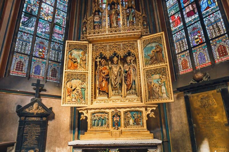 Interior de St Vitus Cathedral no castelo de Praga, República Checa fotografia de stock royalty free