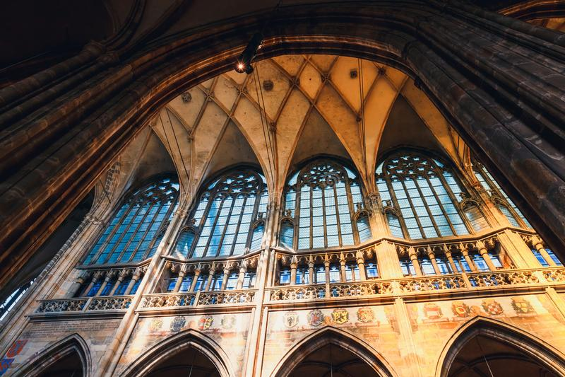 Interior de St Vitus Cathedral no castelo de Praga, República Checa fotos de stock royalty free