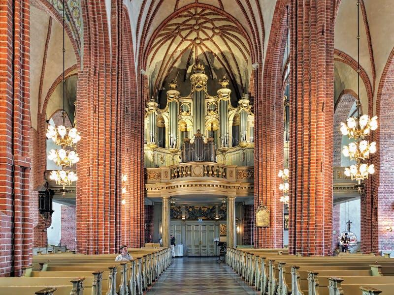 Interior de Storkyrkan com o órgão principal, Éstocolmo, Suécia imagens de stock