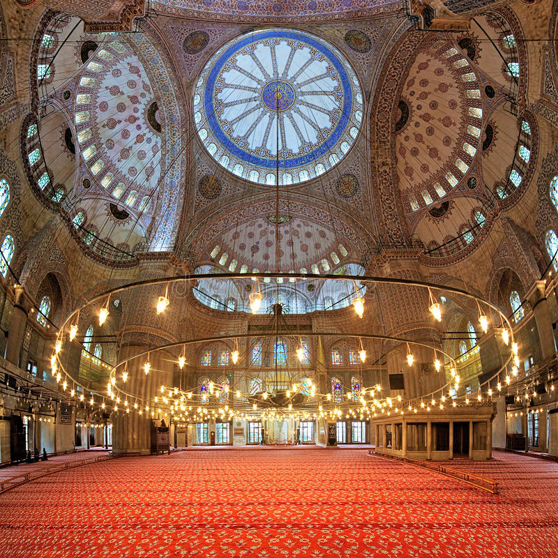 Interior de Sultan Ahmed Mosque em Istambul, Turquia fotografia de stock