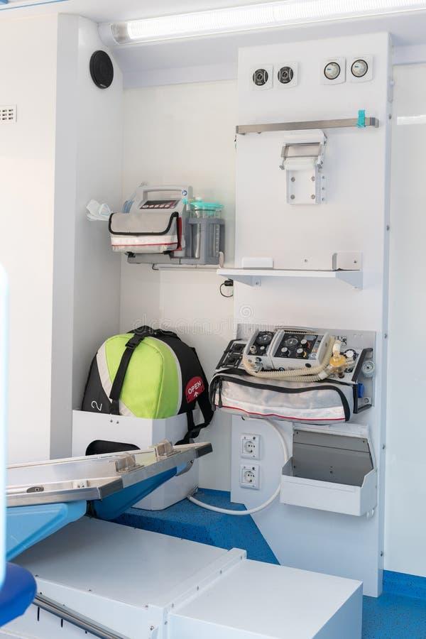 Interior de um carro da ambulância fotografia de stock royalty free