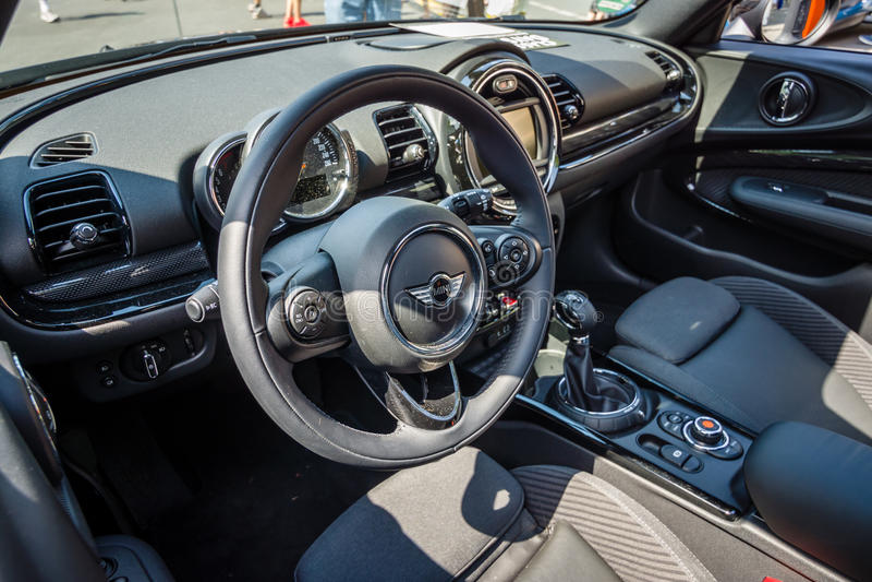 Interior de um Convertible de Mini Cooper S do carro da cidade imagens de stock royalty free
