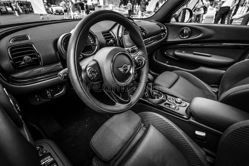 Interior de um Convertible de Mini Cooper S do carro da cidade fotografia de stock