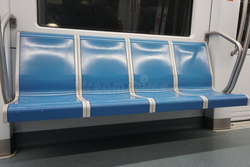 Interior de um metro do vagão em Roma imagens de stock royalty free