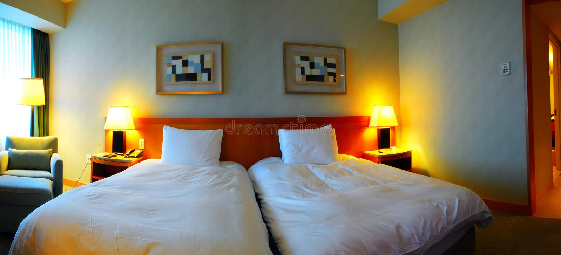 Interior de um quarto de hotel moderno fotos de stock
