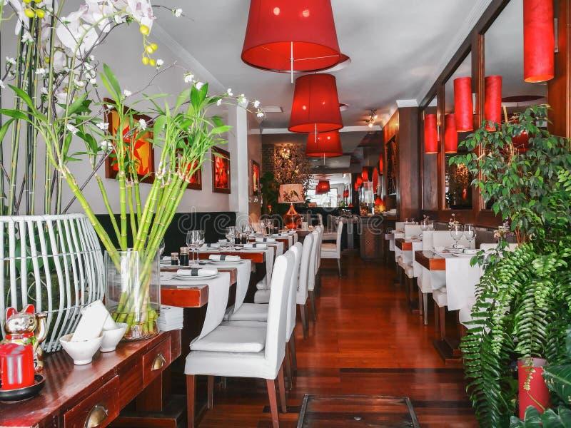 Interior de um restaurante oriental do estilo em Sevilha, a Andaluzia, Espanha fotografia de stock