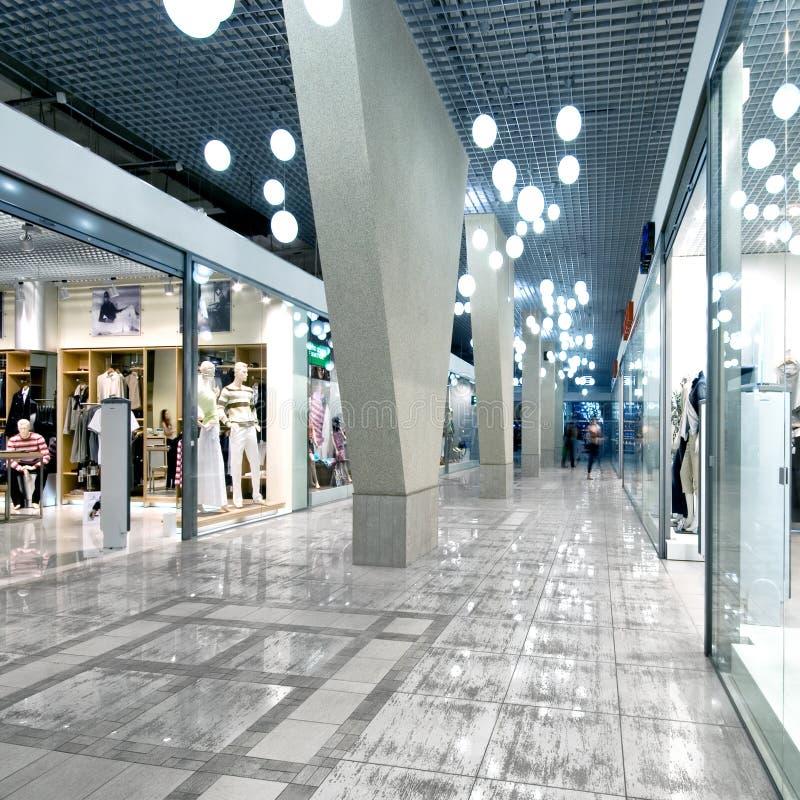 Interior de uma alameda de compra fotos de stock