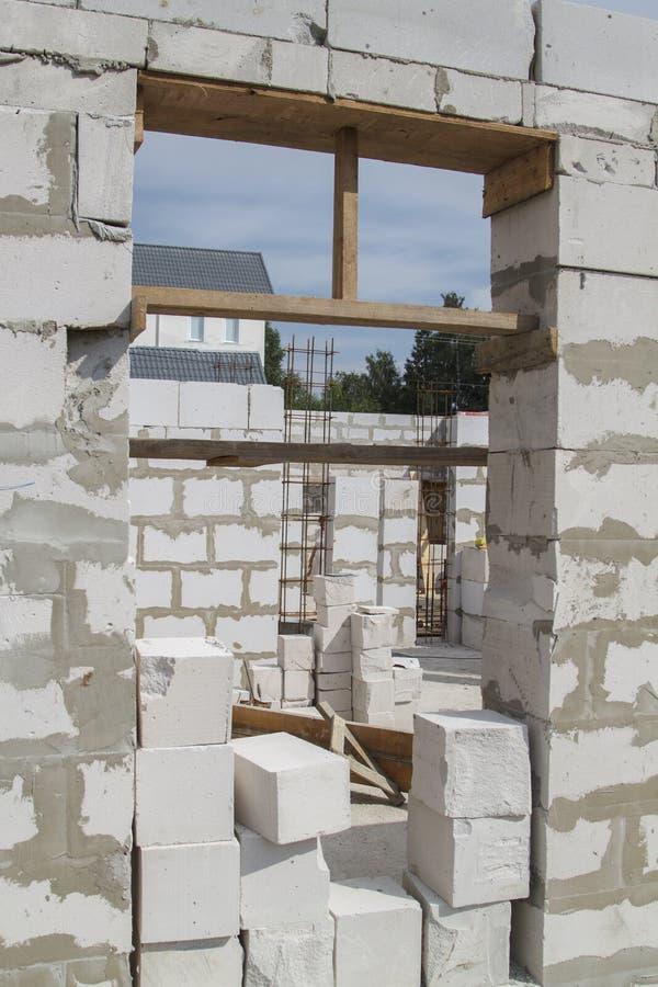 interior de uma casa de campo sob a construção Local em que th foto de stock