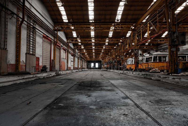 Interior de uma estação do reparo do veículo imagens de stock