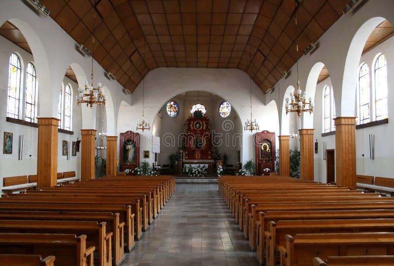 Interior de uma igreja fotografia de stock royalty free