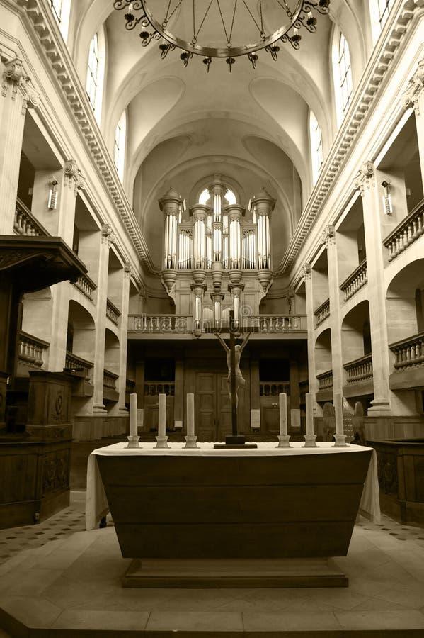 Interior de uma igreja imagens de stock royalty free