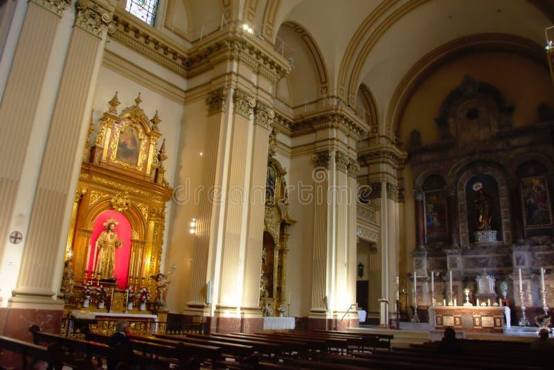 Interior de uma igreja em Sevilha 3 fotografia de stock