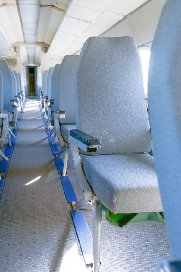 Interior de un aeroplano con muchos asientos fotos de archivo libres de regalías