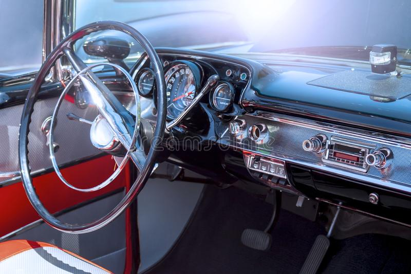 Interior de un coche clásico imagen de archivo libre de regalías
