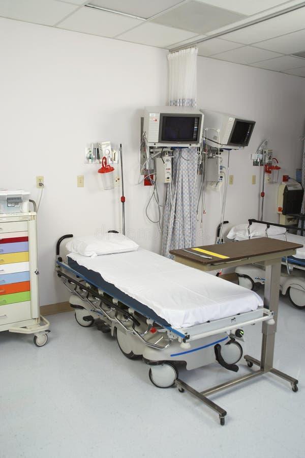 Interior de un cuarto de hospital vacío foto de archivo libre de regalías