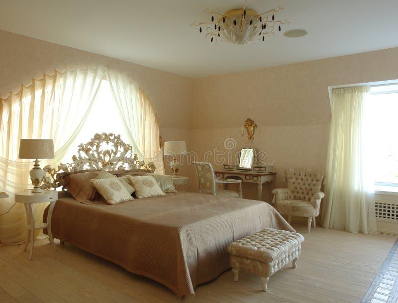 Interior de un dormitorio foto de archivo