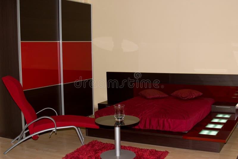 Interior de un dormitorio fotos de archivo