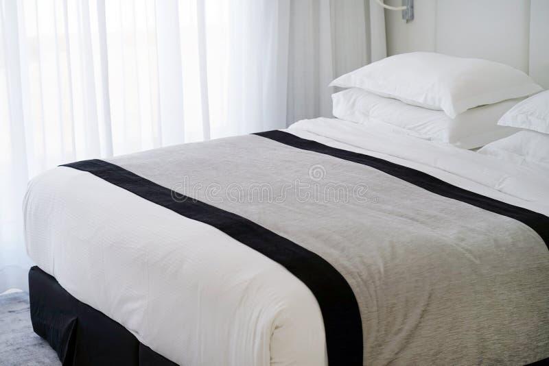 Interior de un dormitorio del hotel imagen de archivo