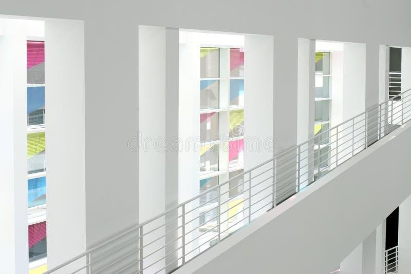 Interior de un edificio moderno imágenes de archivo libres de regalías