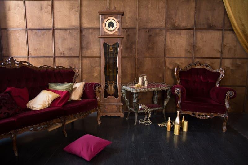 Interior de un viejo cuarto hermoso imagen de archivo libre de regalías