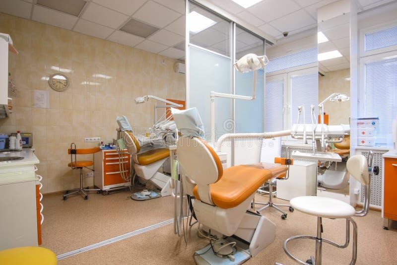Interior de una clínica stomatologic imagenes de archivo