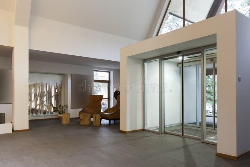 Interior de una entrada del hotel imágenes de archivo libres de regalías