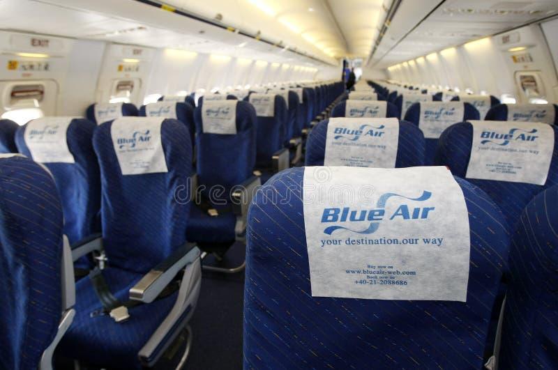 Interior del aeroplano de Blue Air fotos de archivo