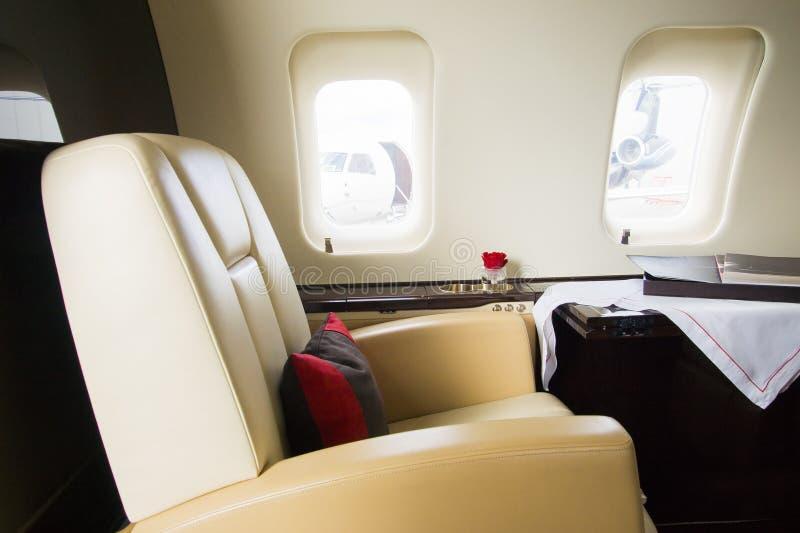 Interior del aeroplano del jet del asunto del VIP fotos de archivo