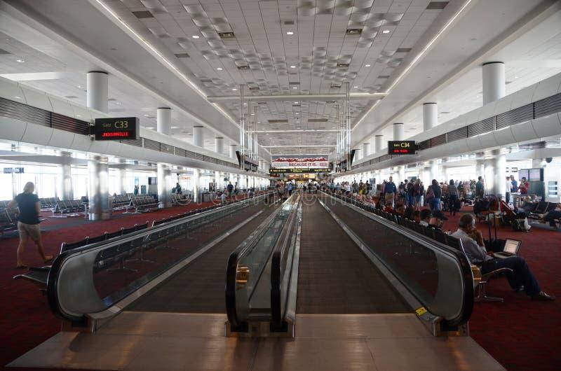 Interior del aeropuerto internacional de Denver imágenes de archivo libres de regalías