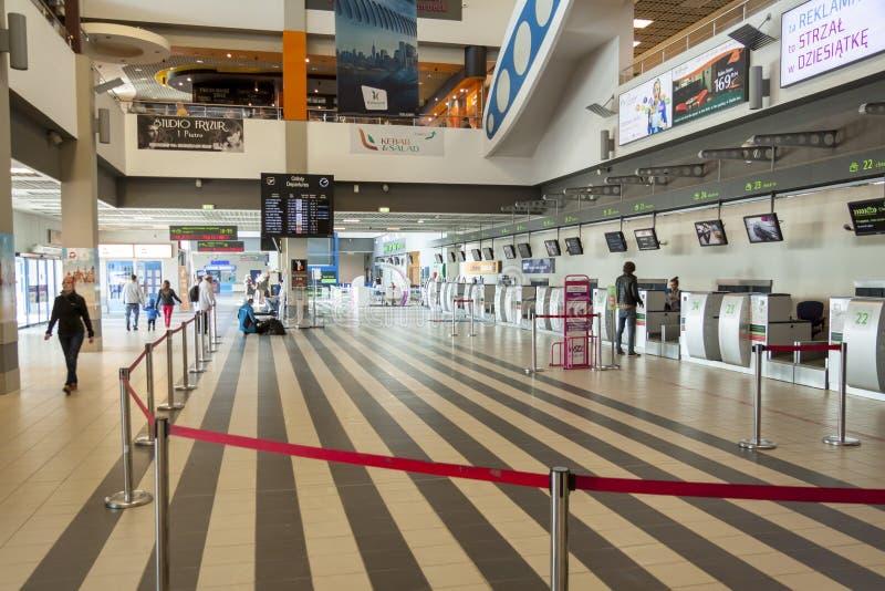 Interior del aeropuerto internacional de Katowice - Pyrzowice, Polonia fotos de archivo libres de regalías