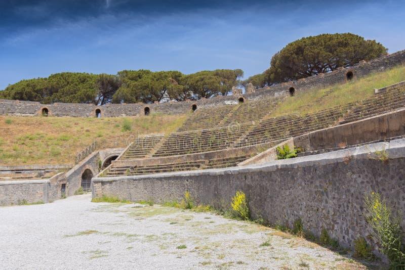 Interior del anfiteatro en Pompeya cerca de Nápoles, Italia imagen de archivo