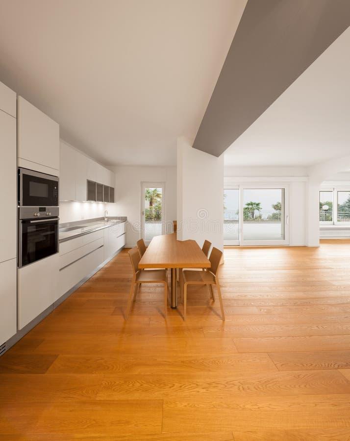 Interior del apartamento moderno, cocina foto de archivo
