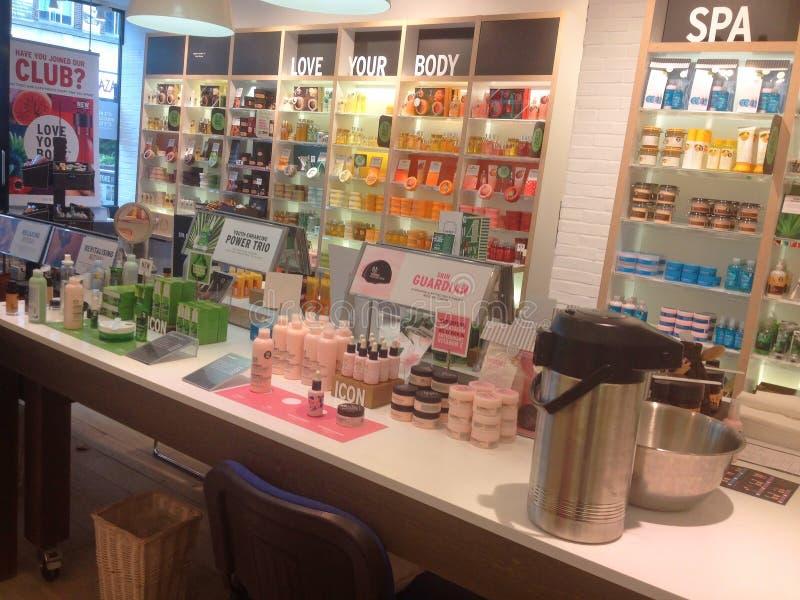 Interior del body shop Cosméticos y perfumes fotos de archivo libres de regalías