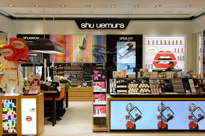 Interior del boutique de los cosméticos de Shu Uemura imagen de archivo libre de regalías