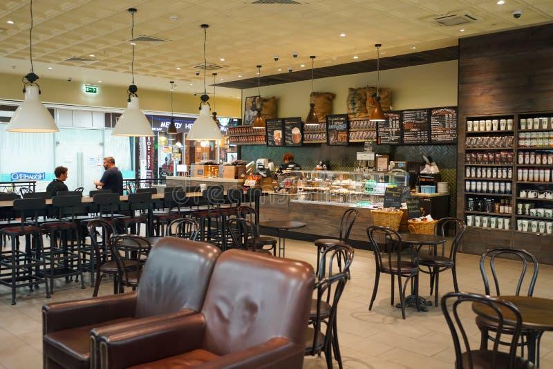 Interior del café de Starbucks imágenes de archivo libres de regalías