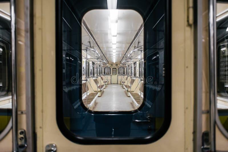 Interior del carro del metro de Kiev fotografía de archivo libre de regalías
