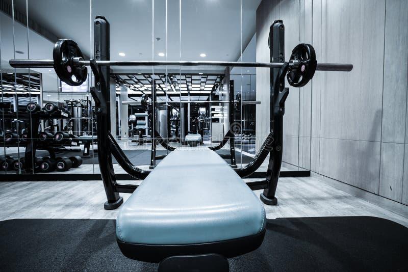 Interior del club de fitness fotografía de archivo