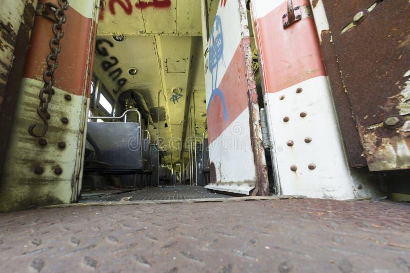 Interior del coche abandonado del viajero imágenes de archivo libres de regalías