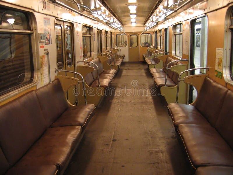 Interior del coche de subterráneo de Moscú imagen de archivo