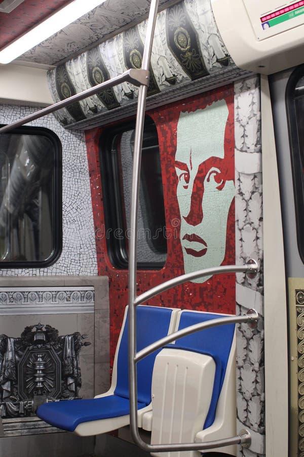 Interior del coche del metro de St Petersburg imagen de archivo