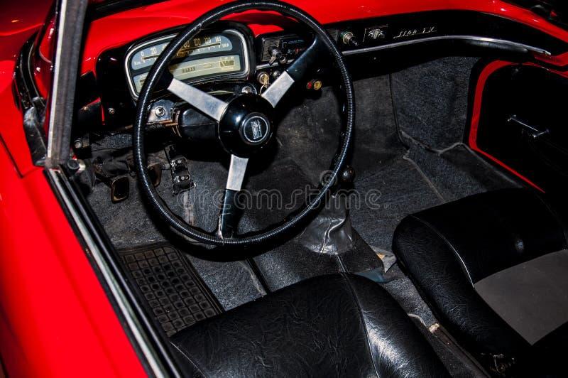 Interior del coche viejo imagen de archivo
