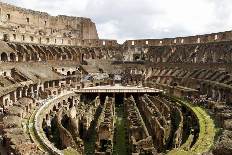 Interior del colosseum de Roma fotos de archivo