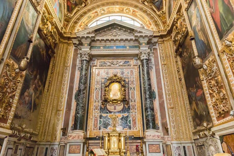 Interior del dei Fiorentini de San Giovanni de la basílica en Roma, Italia foto de archivo