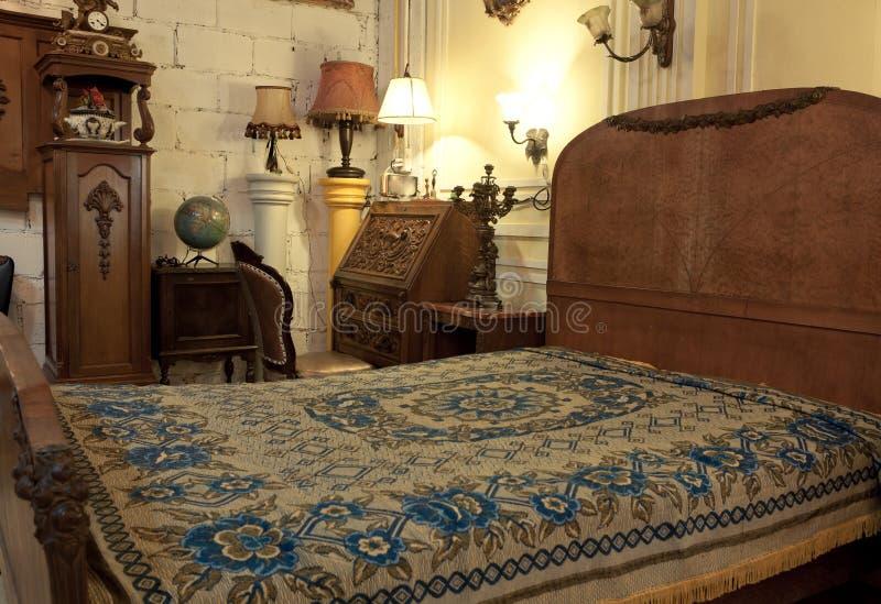 Interior del dormitorio del vintage foto de archivo