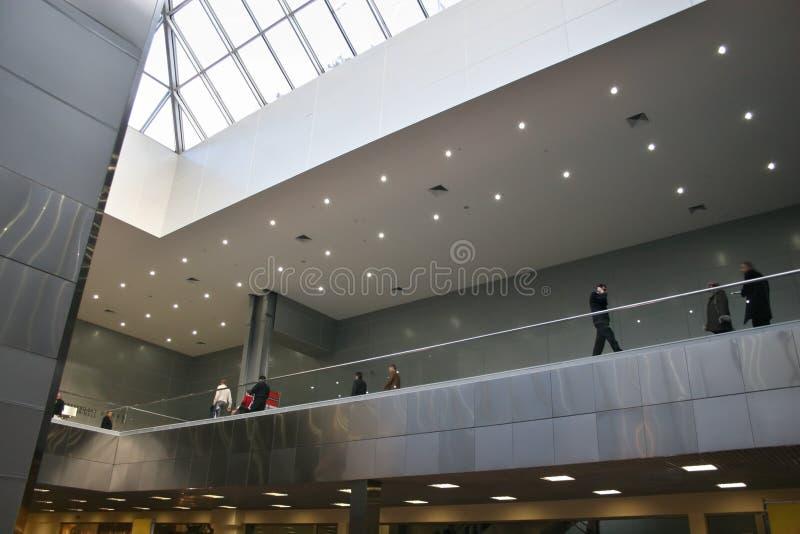 Interior del edificio de oficinas fotografía de archivo libre de regalías
